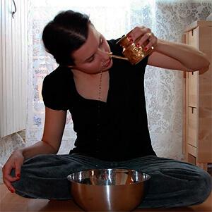 Если раствор ромашки при таких промываниях не глотать, они будут безвредны и безопасны для беременной.